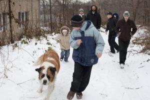 """Ресси - """"собака-терапевт"""". Отец Тарасий завел ее специально, чтобы ребята из интерната могли с ней играть"""