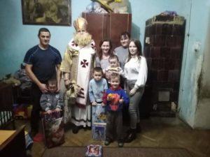 Родина Павла й Іринки з діточками у Бібрці на Львівщині