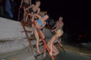 pragnant 5 swim wintero