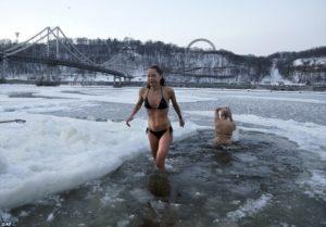 pragnant swim wintero